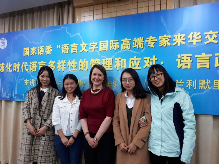 With postgraduate students at the Shanghai Academy of Educational Sciences