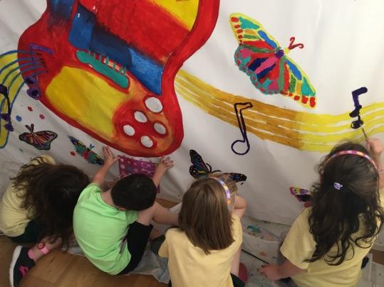Bridget Lambert's mural of Dolores O'Riordan with school children in Caherconlish (Limerick)